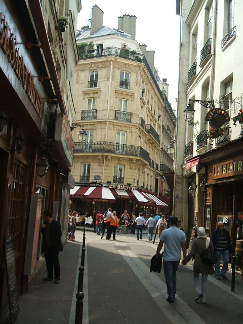 Narrow streets of old Paris